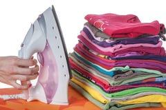 Vestiti e ferro sistemati Fotografia Stock