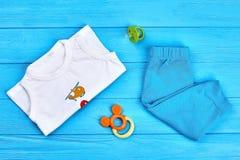 Vestiti ed accessori di estate del neonato Immagine Stock Libera da Diritti