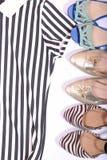 Vestiti ed orologi delle scarpe con fondo bianco Immagine Stock