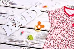 Vestiti infantili della ragazza, accessori Fotografie Stock