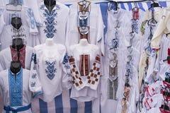 Vestiti nazionali etnici del ricamo Fotografie Stock