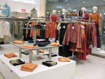 Vestiti in negozio Fotografia Stock