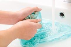 Vestiti per lavarsi le mani Fotografie Stock Libere da Diritti