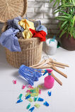 Vestiti sporchi nel cestino di lavanderia Fotografia Stock Libera da Diritti