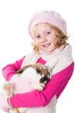 Vestiti teenager svegli di inverno della ragazza che trasportano coniglio Fotografia Stock