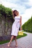 Vestito alla moda da bella della donna usura bionda sexy di trucco breve Fotografia Stock Libera da Diritti