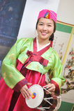 Vestito asiatico dal hanbok del tamburo della donna Immagini Stock Libere da Diritti