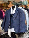 Vestito controllato alla moda del bambino blu fotografie stock