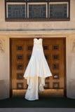 Vestito da cerimonia nuziale dell'avorio Immagine Stock