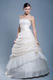 Vestito da cerimonia nuziale sul modello di modo Fotografie Stock