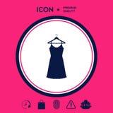 Vestito da sera, da prendisole, combinazione o camicia da notte sul gancio del guardaroba, la siluetta Voce di menu nel web desig Fotografie Stock Libere da Diritti