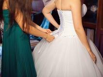 Vestito da sposa dall'allacciamento Immagini Stock