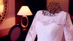 Vestito da sposa per la sposa video d archivio