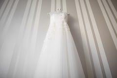 Vestito da sposa sulla parete Fotografia Stock Libera da Diritti
