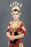 Vestito da sposa tradizionale dalla donna di Java Immagini Stock