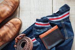 Vestito dall'attrezzatura sul vecchio di legno fotografia stock libera da diritti