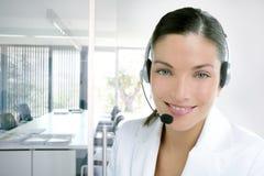 Vestito dalla donna di affari del telefono della cuffia avricolare nel bianco Immagine Stock