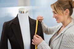 Vestito di misurazione dello stilista Immagine Stock