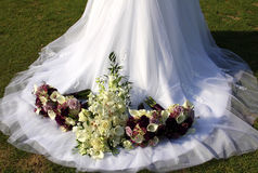 Vestito & fiori da cerimonia nuziale Fotografia Stock