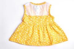 Vestito modellato giallo dalla neonata Fotografia Stock Libera da Diritti