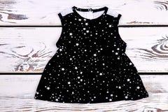 Vestito nero dalla stampa delle stelle della neonata Immagine Stock Libera da Diritti