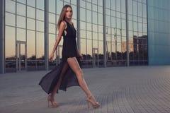 Vestito nero lungo Fotografia Stock