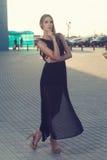 Vestito nero lungo fotografie stock