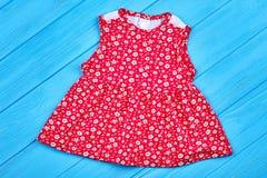 Vestito rosso da estate della neonata del cotone Immagine Stock Libera da Diritti