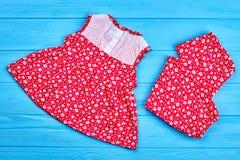 Vestito rosso di estate per le neonate immagini stock libere da diritti