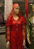 Vestito rosso per la sera turca tradizionale del hennè Immagini Stock