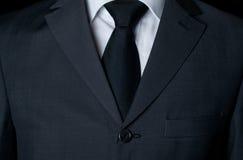 Vestito scuro con un legame immagini stock
