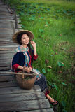 Vestito tradizionale dalla donna asiatica Fotografia Stock