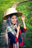 Vestito tradizionale dalla donna asiatica Immagini Stock