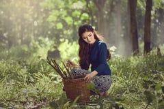 Vestito tradizionale dalla donna asiatica Fotografie Stock