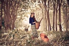 Vestito tradizionale dalla donna asiatica Fotografie Stock Libere da Diritti