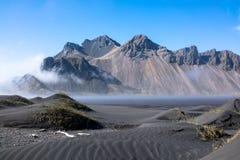 Vestrahorn è un'alta montagna dei 454 tester che trascura l'Atlantico Fotografie Stock Libere da Diritti
