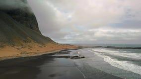 Vestrahorn, Stokksnes, Islanda, metraggio aereo video d archivio
