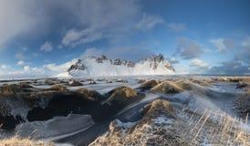 Vestrahorn w zimy świetle słonecznym zdjęcie royalty free