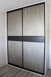 Vestuário com portas deslizantes furniture imagem de stock