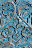Vestuário de madeira do artigo pintado no teste padrão azul da pintura foto de stock