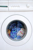 Vestuário na máquina de lavar Fotografia de Stock Royalty Free