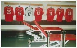 Vestuario del club del fútbol de Liverpool Imágenes de archivo libres de regalías
