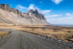 Vesturhorn在冰岛的东南部的山风景 免版税库存照片