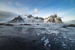 Vesturhorn con la spiaggia del ghiaccio Fotografia Stock