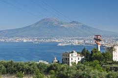 Vesuvio con el cablecarril Imagenes de archivo