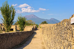 Vesuvio debajo de las nubes - Pompeya Foto de archivo libre de regalías