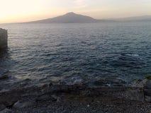 Vesuvioen som ses från den Sorrento halvön Royaltyfria Bilder