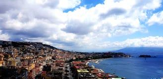 Vesuvius och himlen i molnen royaltyfri foto