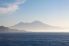 Vesuvius som sikt från Ischia Royaltyfria Bilder