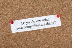Vet du vad dina konkurrenter gör? /Affärsuttryck royaltyfria foton
